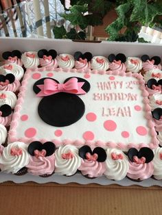 Minnie Mouse torta y cupcakes