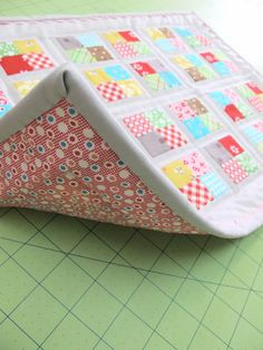Bee In My Bonnet: How to Bind a Quilt and Other Quilty Projects...