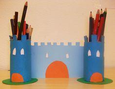 Castello portamatite con rotoli di carta e cartoncino