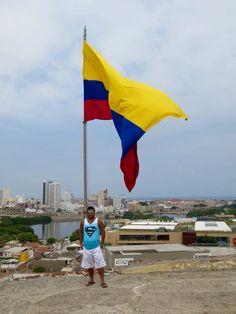 Bandera de Colombia desde el castillo San Felipe,en Cartagena Colombia