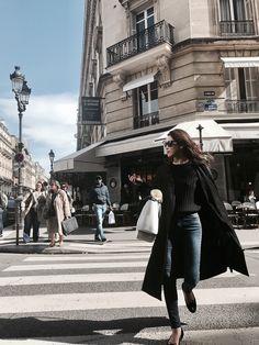 素材違いのブラックで作る立体感のあるベーシックスタイル/ETRÉ TOKYO in Paris #1 #デニム #ジーンズ #ロングコート #サングラス #黒 #パリ #都会 #パリジェンヌ French Fashion, Jeans Style, Paris France, Leather Skirt, Winter Fashion, Street Style, Chic, Stylish, Womens Fashion