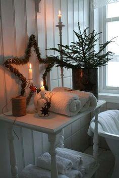 10 idee per decorare la zona notte per Natale Christmas Love, Scandinavian Christmas, Country Christmas, Winter Christmas, Christmas Bathroom Decor, Vibeke Design, Deco Floral, Christmas Decorations, Holiday Decor