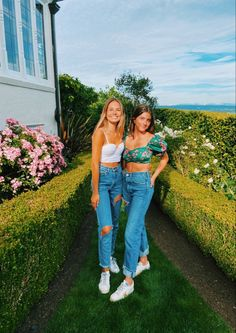 Cute Poses For Pictures, Cute Friend Pictures, Best Friend Pictures, Cute Preppy Outfits, Preppy Style, Summer Outfits, Friend Poses, Instagram Pose, Cute Friends