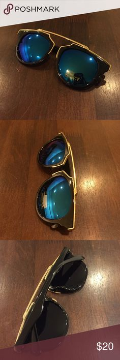 ✨30% off bundles✨Blue trendy sunglasses Brand new in packaging Accessories Sunglasses