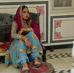 @manidrehar❤ Designer Punjabi Suits, Indian Designer Wear, Punjabi Fashion, Indian Fashion, Indian Bridal Wear, Indian Wear, Pakistani Outfits, Indian Outfits, Patiala