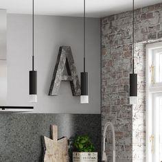 Linea keuken | Combineer het eenvoudige met jouw eigen stijl. Het bijzondere Deense design van Kvik wordt benadrukt door onze exclusieve lampen en pendellampen.
