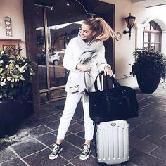 Comfy casual travel style combined with the timeless design of WIND & VIBES weekender bags... @cocos_wonderland with her MILAN ALLBLACK!  #windandvibes #MyTripMyStyle