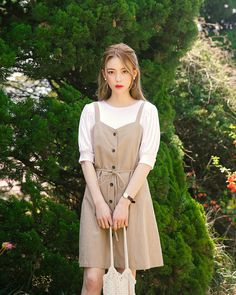 Find images and videos about dress, moda and kfashion on We Heart It - the app to get lost in what you love. Korean Fashion Minimal, Korean Fashion Trends, Korean Street Fashion, Korea Fashion, Asian Fashion, Look Fashion, Girl Fashion, Fashion Dresses, Fashion Design