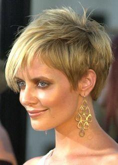 der Schnitt: Frisur mit einem kurzen geschwollene Krone Abschluss nach unten nur ein klein wenig unterhalb der Halslinie beschnitten. Die Seiten zeige...