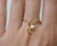 Charm ring, Gold filled ring, ANY SIZE Leaf ring, Dainty ring, Delicate ring… Wire Jewelry, Jewelry Crafts, Beaded Jewelry, Jewelry Rings, Jewellery, Jewelry Accessories, Dainty Ring, Delicate Rings, Zierlicher Ring