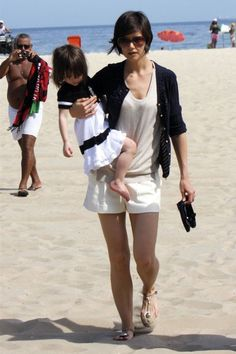 katie_holmes_in_cool_white_shorts_out_with_daughter marieclairvoyant