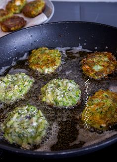 Kolokithokeftedes- Grekiska zucchinibiffar med fetaost - ZEINAS KITCHEN Vegetarian Recepies, Vegetarian Cooking, Easy Healthy Recipes, Veggie Recipes, Cooking Recipes, Recipes From Heaven, Everyday Food, Tacos, Food Inspiration