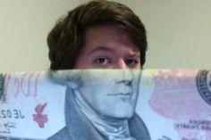 Selfies metade dinheiro, metade rosto - já tentou alguma assim? :-D - Blue Bus