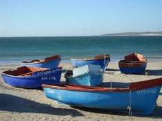 Paternoster, South Africa Photo: Liezl Scholtz Spanish Pictures, Fishermans Cottage, Beach Scenery, Boat Art, Boat Painting, Yacht Boat, Beach Town, Wooden Boats, Photo Reference