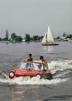 Sailing with Amphicar, 1964, Loosdrecht Lakes. Photo by Kees Sherer.