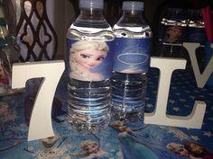 Laura ha cumplido 7 añitos ya! Le encanta Anna de Frozen, así que le hemos personalizado las botellas de agua para todos sus amigos invitados!