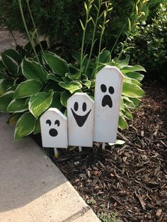 Boo Halloween Ghostly Trio of Wooden Block Characters Boo Halloween, Halloween Wood Crafts, Halloween Porch, Halloween Signs, Outdoor Halloween, Halloween Projects, Diy Halloween Decorations, Fall Crafts, Holiday Crafts