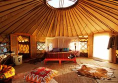 I've Always wanted a Yurt! jsk A yurt seems like the perfect place to unwind. Interior Flat, Yurt Interior, Interior Colors, Bohemian Interior, Interior Ideas, Yurt Living, Tiny Living, Simple Living, Future House