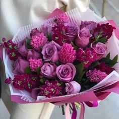 You can order flowers online to give pleasant surprise to your loved one. Let your valentine feel essence of flowers and why these flowers are symbol of beauty which doesn't disappear with age but remain with you for lifetime. Flowers For You, Pretty Flowers, Send Flowers Online, Happy Birthday Flower, International Flower Delivery, Luxury Flowers, Flower Aesthetic, Floral Bouquets, Amazing Flowers