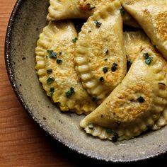 Pumpkin & Sage Ravioli by petitekitchenesse: Great to make ahead and store frozen! #Ravioli #Pumpkin #Sage #petitekitchenesse