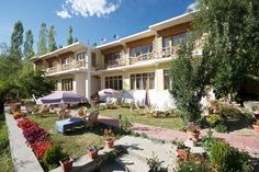 Leh Ladakh has a number of places where you can stay. Here are some of the best home stays, budget guest houses and moderate hotels in the Leh Ladakh region