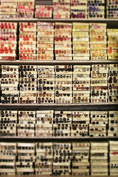 300000 Knöpfe Periodic Table, Mindfulness, Buttons, Color, Periodic Table Chart, Periotic Table, Colour, Consciousness, Plugs