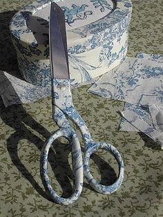 Uhooo....I'd like to cover all MY tools in Toile; might keep the guys out of them ;) Karla Krause: TOILE DE JOUY