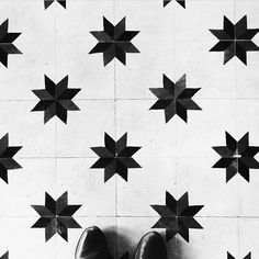 Interior design inspired by stars: Encaustic or Cement Tile with a star pattern, black and white, via and Star Patterns, Tile Patterns, Textures Patterns, Floor Design, Tile Design, Sweet Home, Decoration, Hand Painted, Flooring