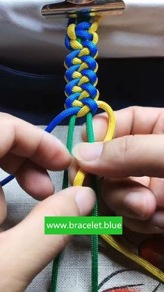 Paracord Tutorial, Paracord Bracelet Instructions, Paracord Bracelet Designs, String Bracelet Designs, Paracord Ideas, Paracord Projects, Friend Bracelets, Yarn Bracelets, Paracord Bracelets
