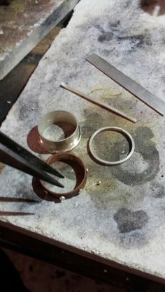Anello argento e rame con rivetti