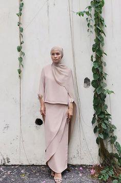 Hijab Fashion, Fashion Beauty, Women's Fashion, Hijab Dress, Couture, Kebaya, Scallops, Lisa, Inspired
