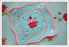 Cupcake Potholder ~ ...or as a motif for a... cupcake afghan!!