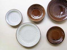 室生窯 : miyagiya 沖縄の陶器やちむん しのぎシリーズ Ceramic Tableware, Okinawa, Handicraft, Porcelain, Aesthetics, Pottery, Plates, Ceramics, Dishes