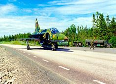 A Swedish Air Force Saab Viggen aerial reconnaissance model. Aircraft Parts, Fighter Aircraft, Air Fighter, Fighter Jets, Kalla Kriget, Swedish Air Force, Airplane Art, Saab, Aeroplanes