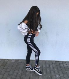 goal girl beauty aestetic icon cute hair short school look lovly baby bitch eyebrow eyes lips kolczyk smile outfit Sporty Outfits, Mode Outfits, Outfits For Teens, Teen Fashion, Fashion Outfits, Womens Fashion, Foto Casual, Instagram Pose, Tumblr Outfits