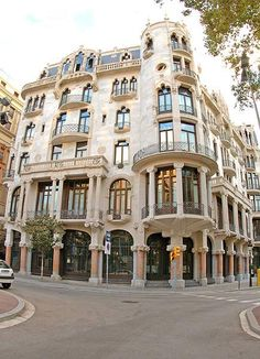 Could you imagine living in this modernist mansion! Well, believe it! Casa Fuster used to be a single family home! Then in 2002 it was converted into a hotel. Visit Barcelona, Barcelona Hotels, Barcelona Spain, Roman City, Antoni Gaudi, Great Hotel, World Heritage Sites, The Neighbourhood, Images