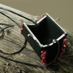 Wallet / purse.  Handbag / wallet made from black felt, trimmed with red howlites.                                       It's a single copy  Bag Height:9 cm Bag ...
