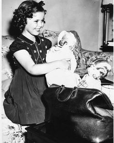 SHIRLEY TEMPLE AT HOME CANDID  8x10 Photo 1206-4