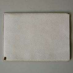 This is Eliot, our simple laptop sleeve. The material is half of the design, the other half is the shape.