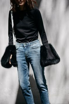 Furry Sleeves | #ootd #photooftheday #lotd #styleblog #fblogger #streetstyle #lookbook #monochrome #时尚 #穿搭 #일상 #데일리룩 #minimalist #ihaveathingforsleeves #proenzaschouler #acnestudios #indielabel #fursleeve
