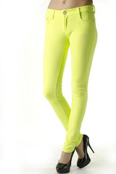 #pants #yellow #neon Spring Trends, Leather Pants, Capri Pants, Neon, Leggings, Yellow, Fashion, Leather Jogger Pants, Moda