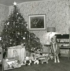 Christmas Morning sometime in the :) Looks very much like one of my Christmas pictures complete with the wild wallpaper! Old Time Christmas, Ghost Of Christmas Past, Merry Christmas, Christmas Scenes, Old Fashioned Christmas, Christmas Morning, Christmas Holidays, Vintage Christmas Photos, Antique Christmas
