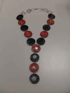 Collar con capsulas de café nespresso, largo decorado con conchas