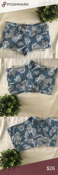 Floral Denim Jean Short Shorts Jorts Distressed In excellent used condition! Price negotiable, make me an offer! ✨don't forget to checkout my closet for a bundle deal! 🌸 ships today! 💕 Tinseltown Shorts Jean Shorts