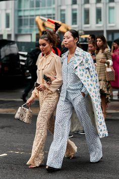 The Latest Street Style From New York Fashion Week newstreetfashion New York Street Style, Casual Street Style, Street Style Trends, Spring Street Style, Street Chic, Street Mall, Paris Street, Look Fashion, Trendy Fashion