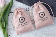 50 pink, individually designed drawstring bags with personalized logo Ets . - 50 pink, individually designed drawstring bags with personalized logo Etsy - Jewelry Logo, Custom Jewelry, Handmade Jewelry, Beaded Jewelry, Silver Jewelry, Custom Drawstring Bags, Wedding Favor Bags, Cotton Bag, Cotton Muslin