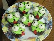 FUN FOOD: How to Make Invader Zim Gir Cupcakes