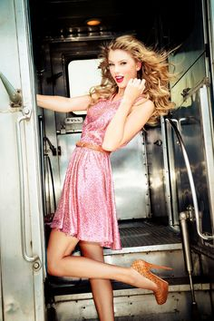 Taylor Swift pretty in pink! Killer Dress--- love the sparkles!! :: Pretty in Pink