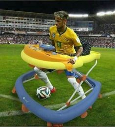 That hilarious Neymar meme has been turned into a KFC commercial in South Africa. Football Jokes, Soccer Memes, Best Memes, Funny Memes, Hilarious, Fun Funny, Quality Memes, Me As A Girlfriend, Messi