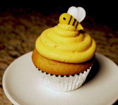 Bee cupcakes - frostedontop.com